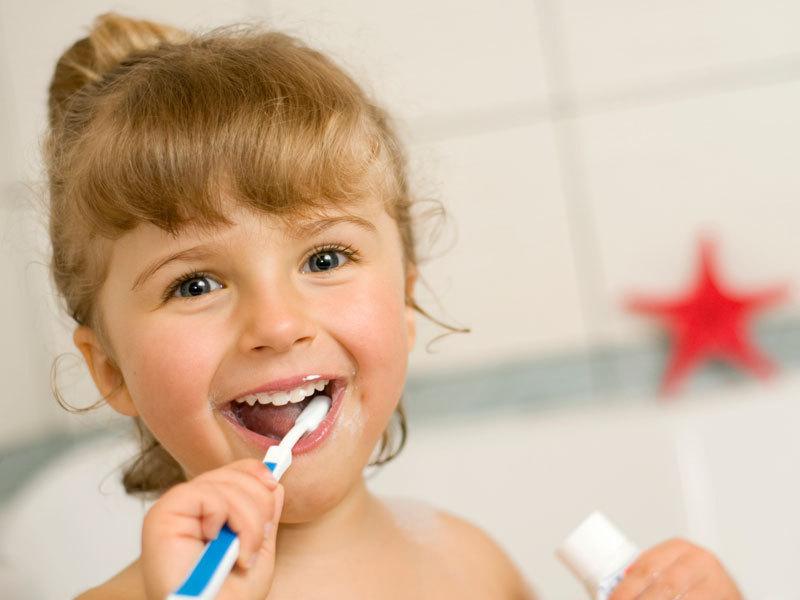 Первый визит к стоматологу. Как подготовить ребенка?
